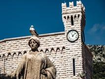 Mała seagull pozycja na rzeźbie obraz royalty free