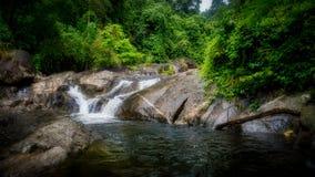 Mała siklawa na rzece przy Kiriwong fotografia stock