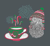 Mała sowa z filiżanką gorąca herbata Zdjęcia Stock