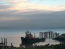 Mała Stara holownik łódź zdjęcie stock