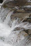 Mała strumień siklawa Fotografia Royalty Free