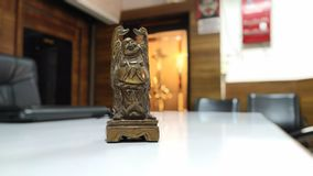 Mała szczęśliwa Buddha pozycja obraz stock