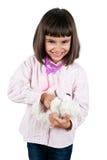 Mała szczęśliwa dziewczyna bawić się lekarkę Fotografia Royalty Free