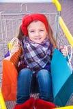 Mała szczęśliwa dziewczyna z zakupami w rękach Obrazy Royalty Free