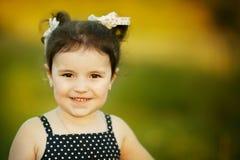 Mała szczęśliwa lato dziewczyna zdjęcie royalty free
