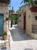 Mała ulica na wyspie Cypr zdjęcia royalty free