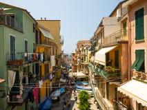 Mała ulica piękna Riomaggiore wioska w Cinque Terre Zdjęcia Stock