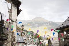 Mała wioska od gór świętuje przyjęcia obrazy stock