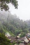 Mała wioska w mgle przy północnym Tajlandia fotografia royalty free