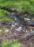 mała zanieczyszczająca rzeka fotografia royalty free