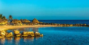 Mała zatoka z piękną plażą Obraz Stock