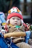 Mała zimy chłopiec w spacerowiczu Obraz Stock