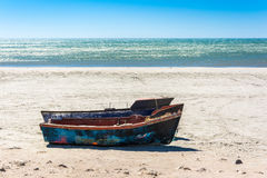Małe łodzie rybackie na plaży w zachodnim przylądku, Południowy Afr Obraz Stock