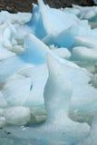 Małe błękitne i białe góry lodowa unosi się w jeziorze, Chile Zdjęcie Stock