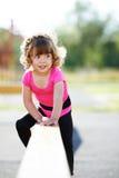 Małe dysponowane dziewczyn sztuki na boisku Fotografia Royalty Free