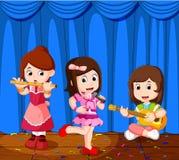 Małe dzieci bawić się muzykę w muzycznym zespole ilustracja wektor