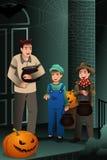 Małe Dzieci Jest ubranym Halloweenowych kostiumy royalty ilustracja