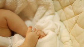 małe dziecko Śliczne małe dziecko nogi 4K 30fps ProRes zbiory