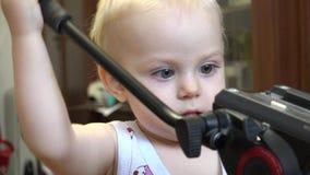Małe Dziecko Odkrywa Tripod 4K UltraHD, UHD zbiory