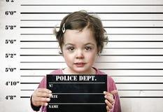 Małe dziecko pozuje z więźniarską deską Obrazy Royalty Free