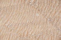 Małe fala na piaskowatym wybrzeżu Obrazy Stock
