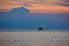Małe filhing łodzie w morzu Fotografia Stock