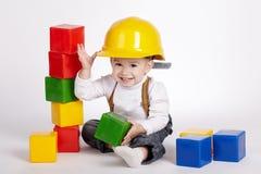 Małe inżynier sztuki z sześcianami Zdjęcie Stock