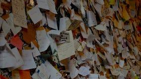 Małe karty z kochającą dedykacją na ścianie Juliet balkon zbiory