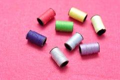 Małe rolki szwalna nić Fotografia Stock