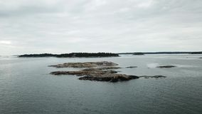 Małe skały umieszczać tutaj w archipelagu Finlandia zdjęcie wideo