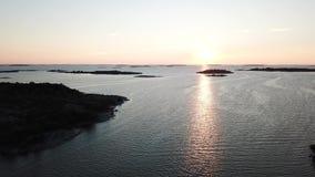 Małe skały umieszczać tutaj w archipelagu Finlandia zbiory