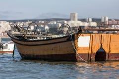 Małe stare łodzie rybackie na Tajo rzece blisko Lisbon Portugal Zdjęcie Royalty Free