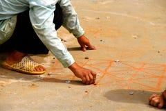 Małe Wietnamskie chłopiec bawić się gry na ścieżce Fotografia Royalty Free