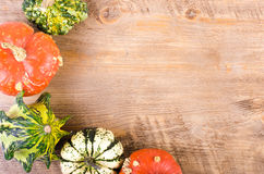 Małe wystrój banie na czarnym tle odizolowywająca piękna jesień rama opuszczać istnego biel Obraz Royalty Free