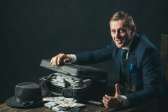 małego biznesu pojęcie Biznesmen praca w księgowego biurze konceptualny gospodarki finanse wizerunku pieniądze wellness Mężczyzna obrazy stock