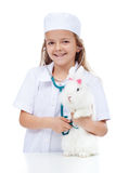 Małej dziewczynki bawić się weterynaryjny z jej królikiem Fotografia Royalty Free