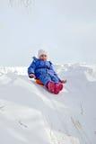 Małej dziewczynki kołysanie się na wzgórzu Obraz Royalty Free