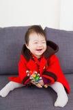 Małej dziewczynki odczucie w ten sposób szczęśliwy fotografia stock