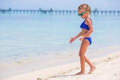 Małej dziewczynki plaży wakacje Obrazy Stock