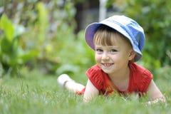 Małej dziewczynki postawa zdjęcia stock