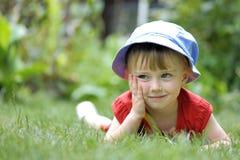 Małej dziewczynki postawa zdjęcie royalty free