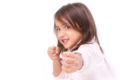 Małej dziewczynki przypuszczalna postawa, ćwiczy sztuki samoobrony fotografia stock