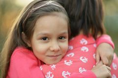 Małej dziewczynki przytulenie Obraz Stock