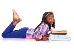 Małej dziewczynki studiowanie Zdjęcia Stock