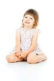 Małej dziewczynki szczęśliwy obsiadanie Zdjęcia Royalty Free