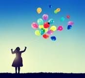 Małej Dziewczynki wolności szczęścia wyobraźni niewinności pojęcie fotografia stock
