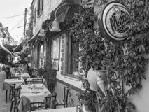 Małej i wygodnej tawerny ay ulica w Thassos wyspie Grecja fotografia royalty free