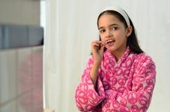 Mały łaciński dziewczyny Flossing zdjęcia royalty free