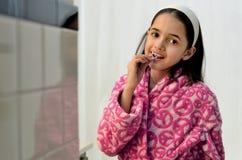 Mały Łaciński dziewczyny Flossing fotografia stock