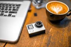 Mały akci kamera wideo na stole Zdjęcia Stock